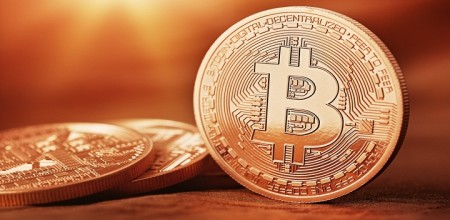 Apple Bitcoin Spat Takes Toll on iPhone Fans