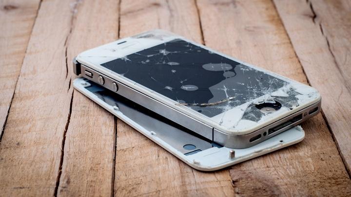 Mok Swee Meng Guide on iPhone Repair: Broken Screen