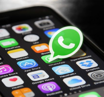 WhatsApp to Provide Users with Friend Suggestions and Advertisements