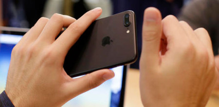 Apple to Cut Production of iPhone in 2017