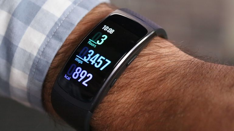 samsung gear fit 2 review a fit wearabletechburgeon. Black Bedroom Furniture Sets. Home Design Ideas