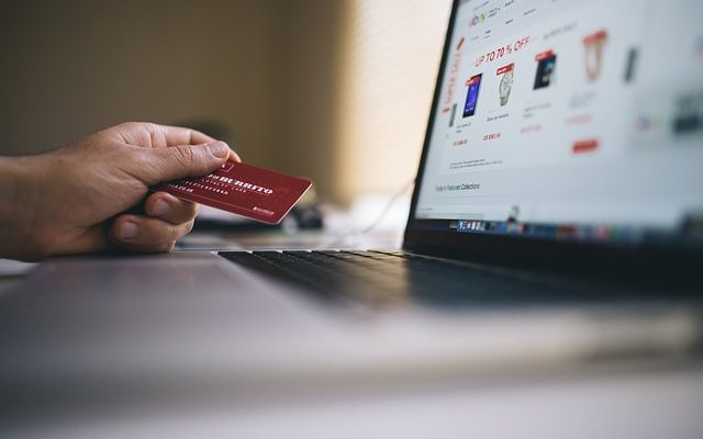 10 Features to Consider While Choosing an E-Commerce Platform